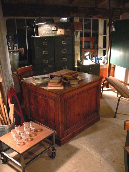 bureau de ma tre d 39 ecole photo de boutique nancras 2008 2017 une pi ce tiroirs. Black Bedroom Furniture Sets. Home Design Ideas