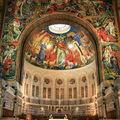 Lisieux, Basilique Sainte Thérèse de l'Enfant Jésus et de la Sainte Face, intérieur