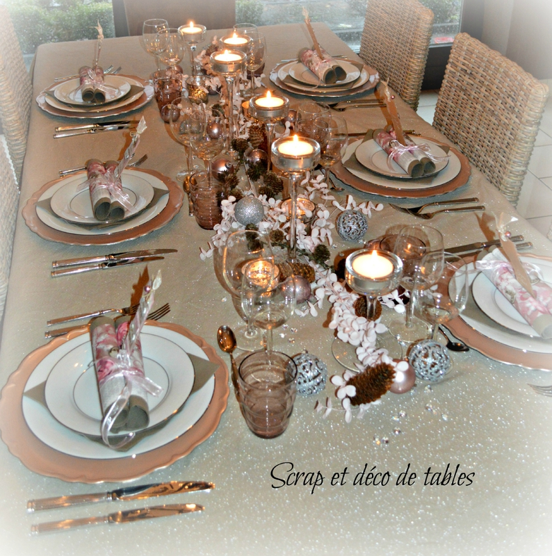 Deco de tables du r veillon de no l rose et argent - Deco table reveillon ...