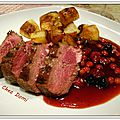 Magret de canard à la gelée de fruits rouges