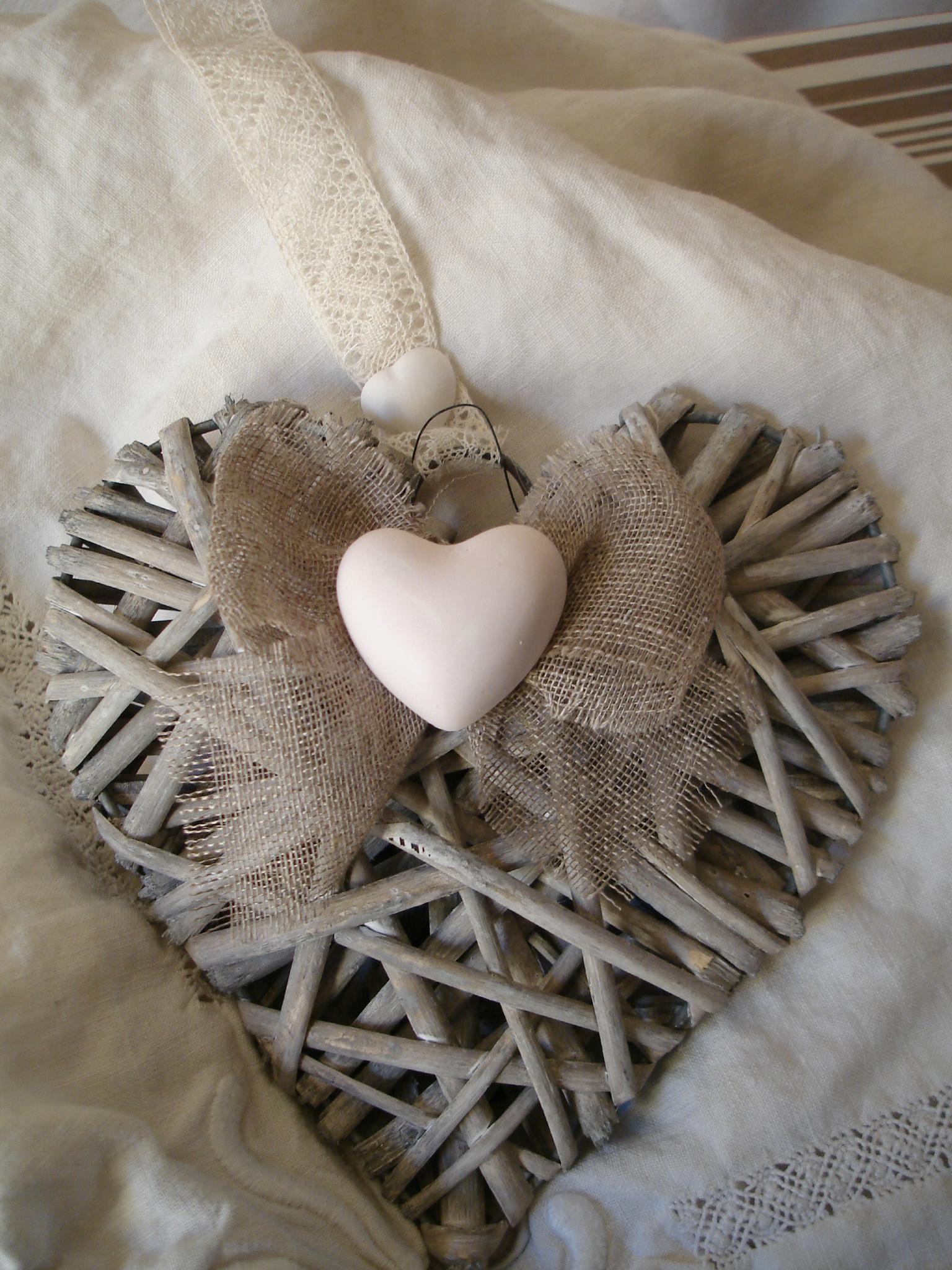 chaise m daillon coussin en coeur au coeur d. Black Bedroom Furniture Sets. Home Design Ideas