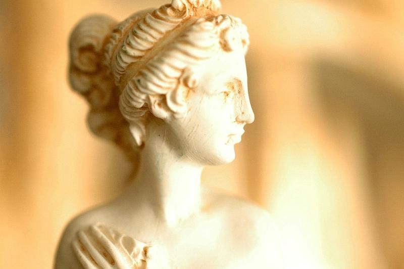 venus statue buste