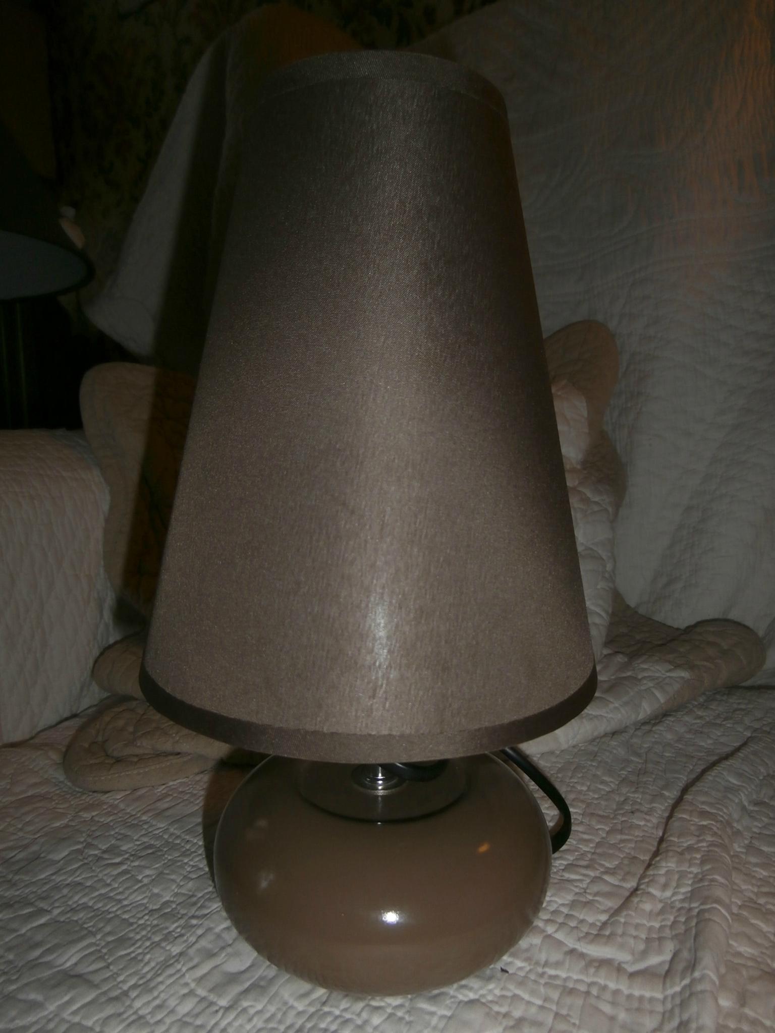 Id e lumineuse les malles de gustave for Petite lampe de chevet romantique
