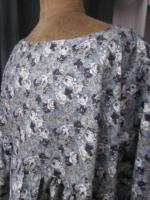 Blouse CERISE en coton fleuri gris (1)