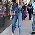 C__Data_Users_DefApps_AppData_INTERNETEXPLORER_Temp_Saved_Images_Zendaya_Coleman_Jeans_Street_Style_11