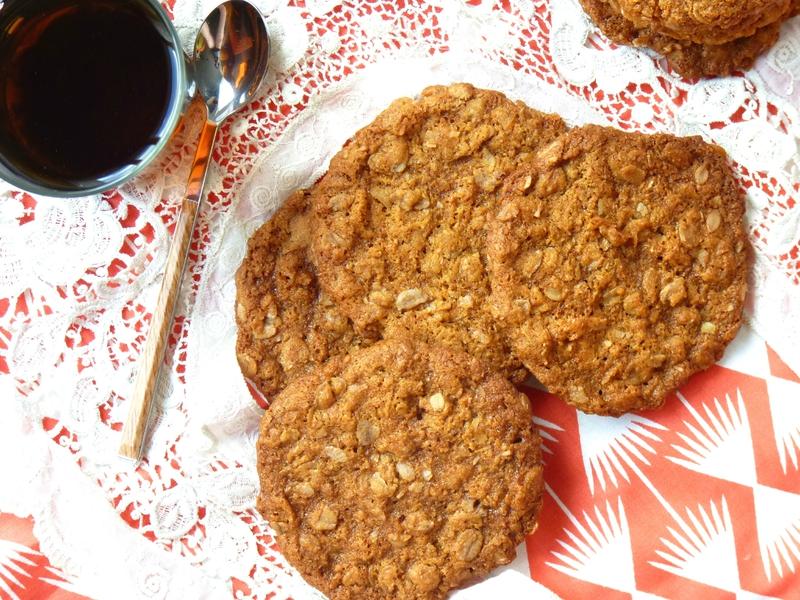 Biscuits aux flocons d'épeautre de Donna Hay, la boîte à biscuits sans fond