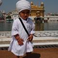 Tout petit, deja la classe sikhe!