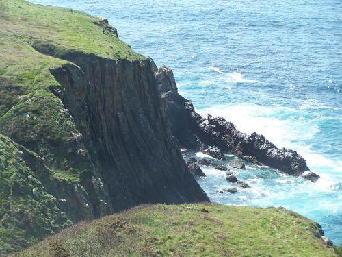 Pasajes-falaises derrière le phare de la Plata