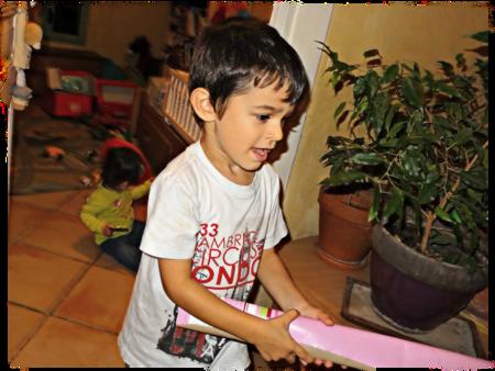 Adriel et le papier cadeau re
