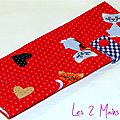 pochette à barrettes rouge avec chats languette vichy bleu