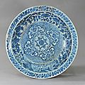 Blue-and-white plate with foliated edge and the design of lotus and clouds against brocade pattern, Hongwu Period (1368-1398)