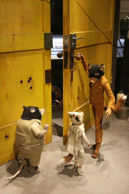 wes-anderson-follow-me-white-rabbit-alice-musee-miniature-lyon (26)
