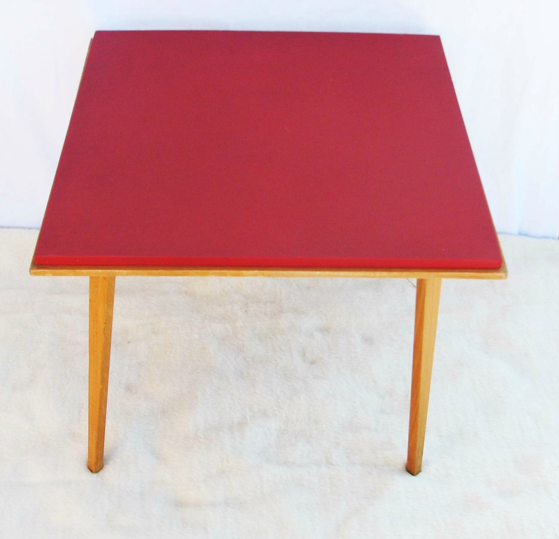 table rouge 1