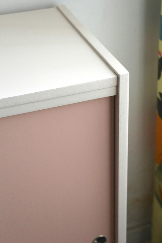 meuble-rose-et-gris-detail