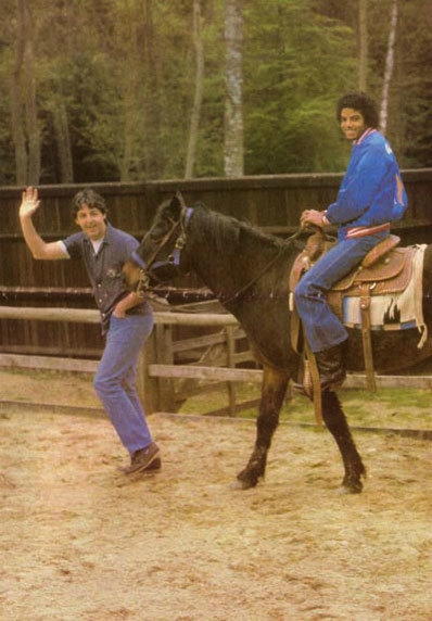 Mike-On-Horse-michael-jackson-8897020-398-572