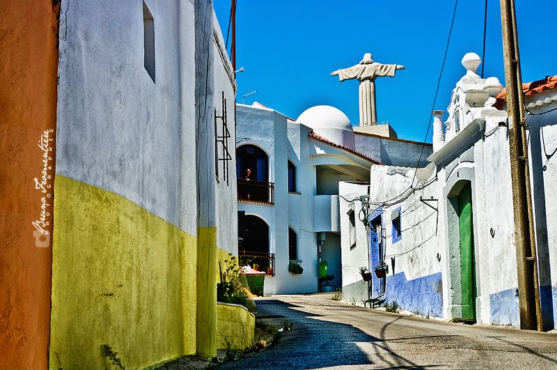 Cristo_Rei_by_the_street