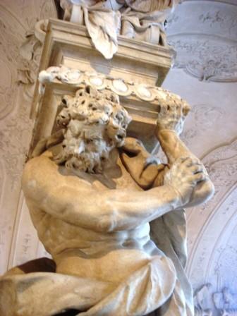 Sculpture dans le hall d'entrée du Belvédère