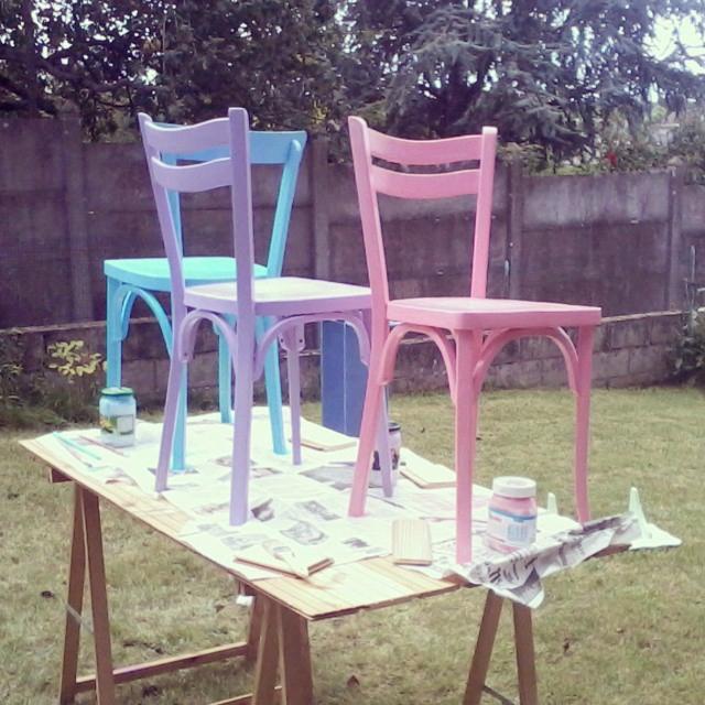 peinture-rose-bleu-violet-bricolage-jardin