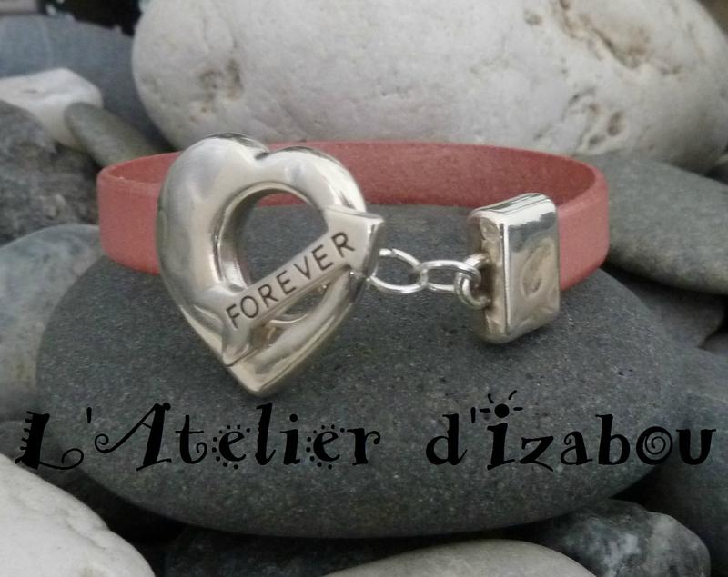 P1190164 Bracelet femme Saint Valentin fermor toggle coeur et flèche forever et cuir rose satiné