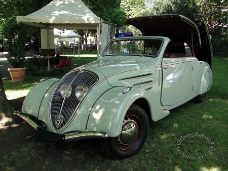 Peugeot 402 Eclipse coupe transformable 1937 Festival Automobile de Mulhouse 2011 A