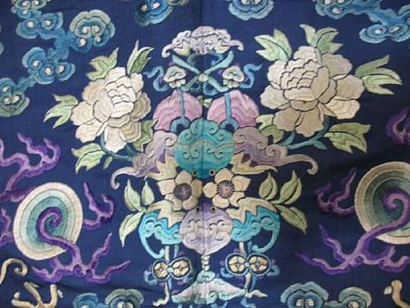 A_fine_blue_silk_ground_embroidered_dragon_robe5