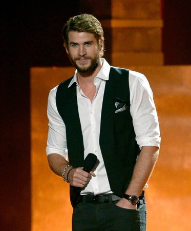 Liam+Hemsworth+2013+MTV+Movie+Awards+Show+LxEi8IXI3I3x