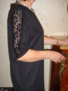robe noire detail manche 1