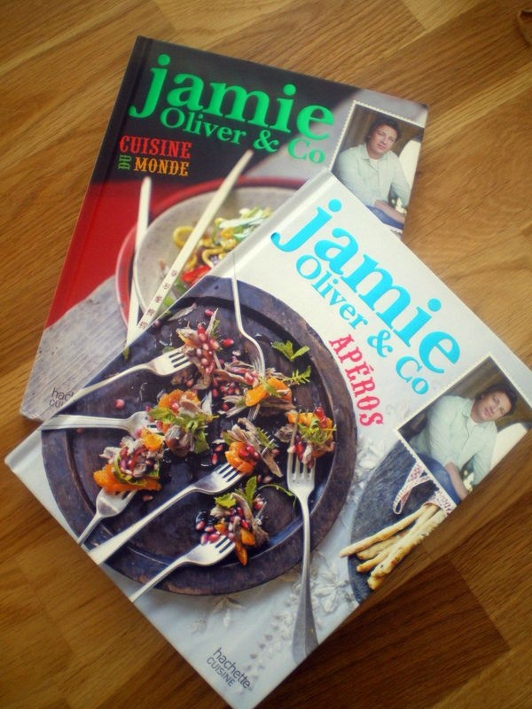 livres de jamie oliver cuisiner avec ses 5 sens. Black Bedroom Furniture Sets. Home Design Ideas