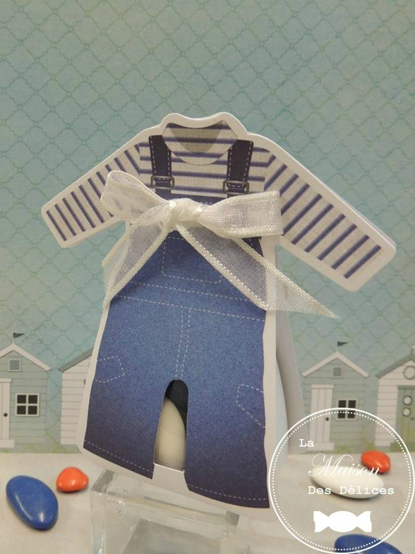 Ballotin dragees bapteme sujet enfant theme mer marin salopette bleue vetement rayure contenant dragees amande avola chocolat ruban organza blanc