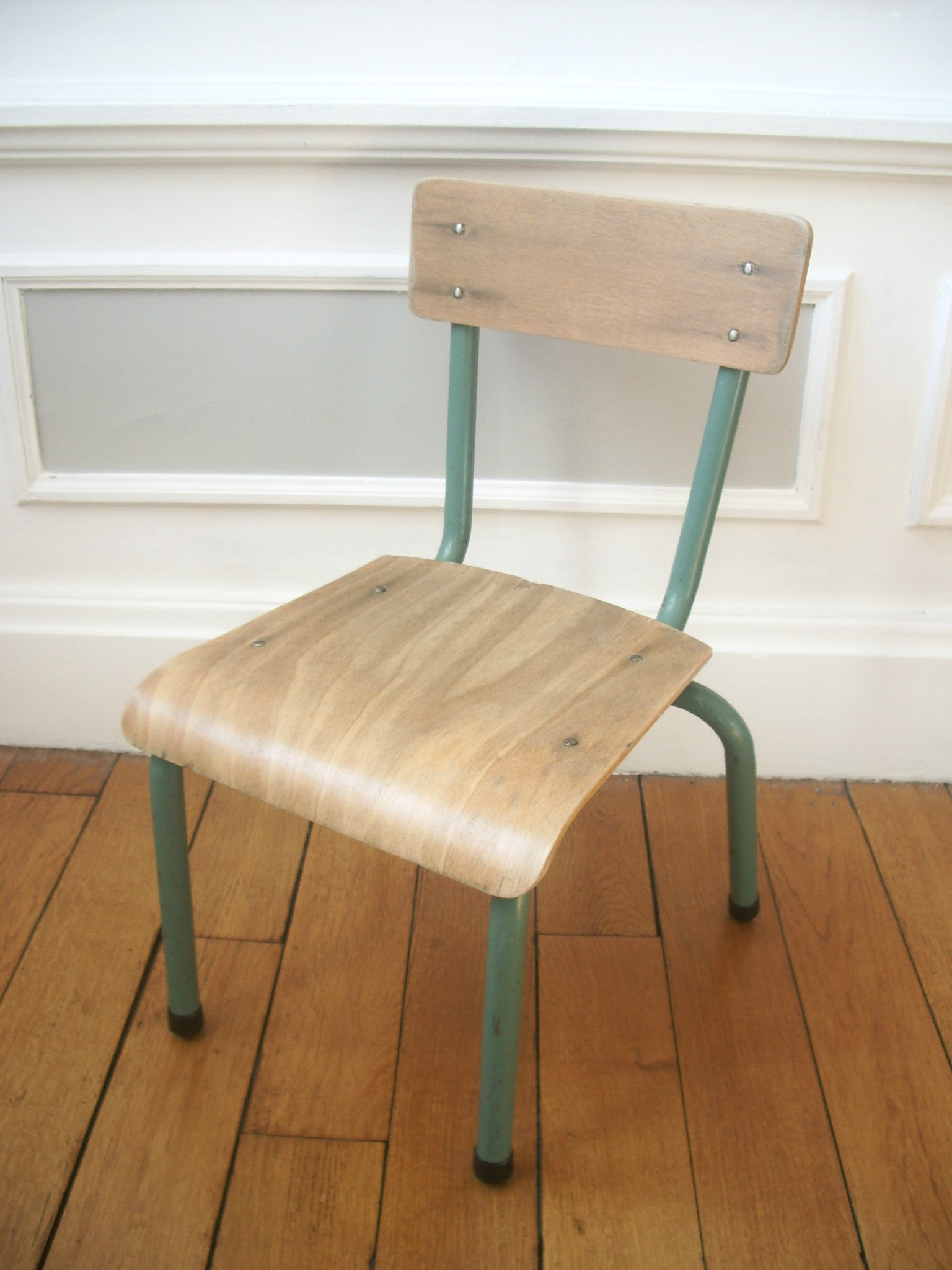 chaise maternelle delagrave urbanbroc for kids. Black Bedroom Furniture Sets. Home Design Ideas