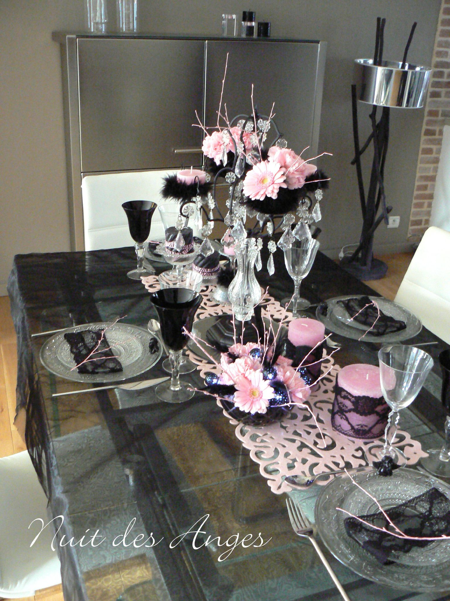 D coration de table noir et rose boudoir nuit des anges for Decoration de table