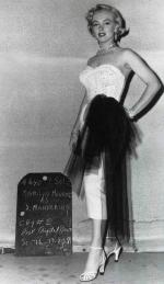 1951-03-LMIL-test_costume-mm-01-1a