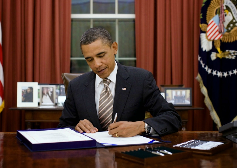 Barack obama signing another executive order