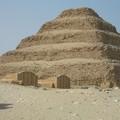 Saqqara, sa pyramide à degrés et ses mastabas
