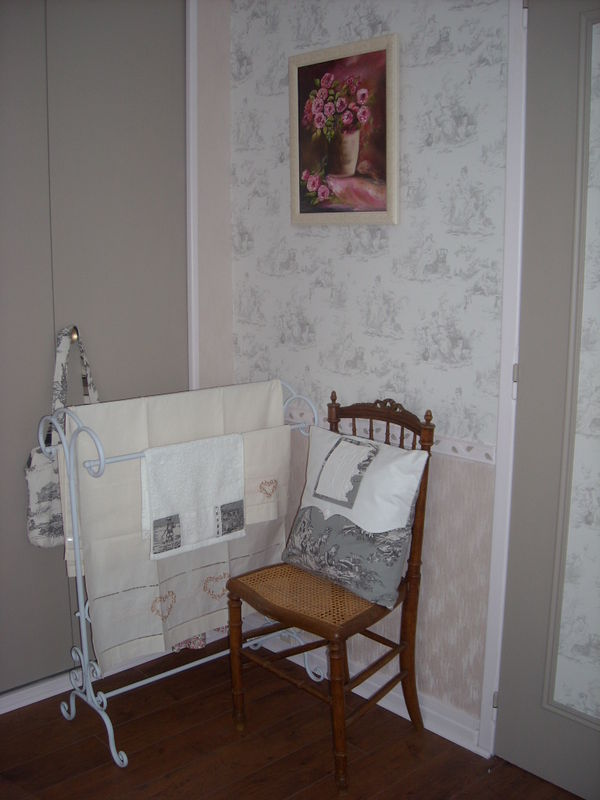notre chambre restyl e toile de jouy toile de jouy. Black Bedroom Furniture Sets. Home Design Ideas