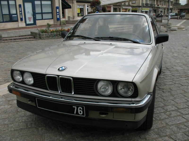 BMW320iE303pav