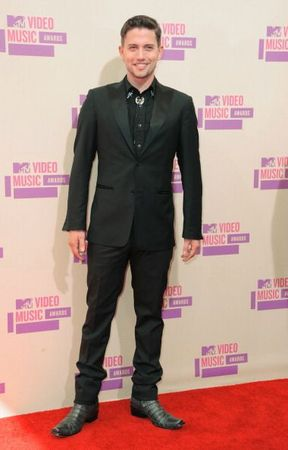 Jackson+Rathbone+2012+MTV+Video+Music+Awards+dtxPVfNsF5bl