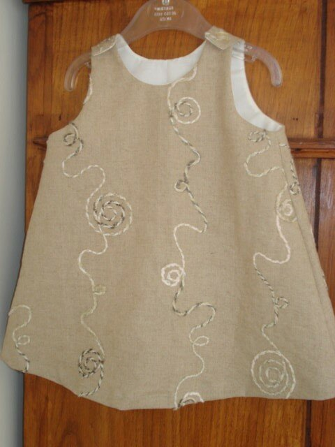 Robe trapèze lin brodé