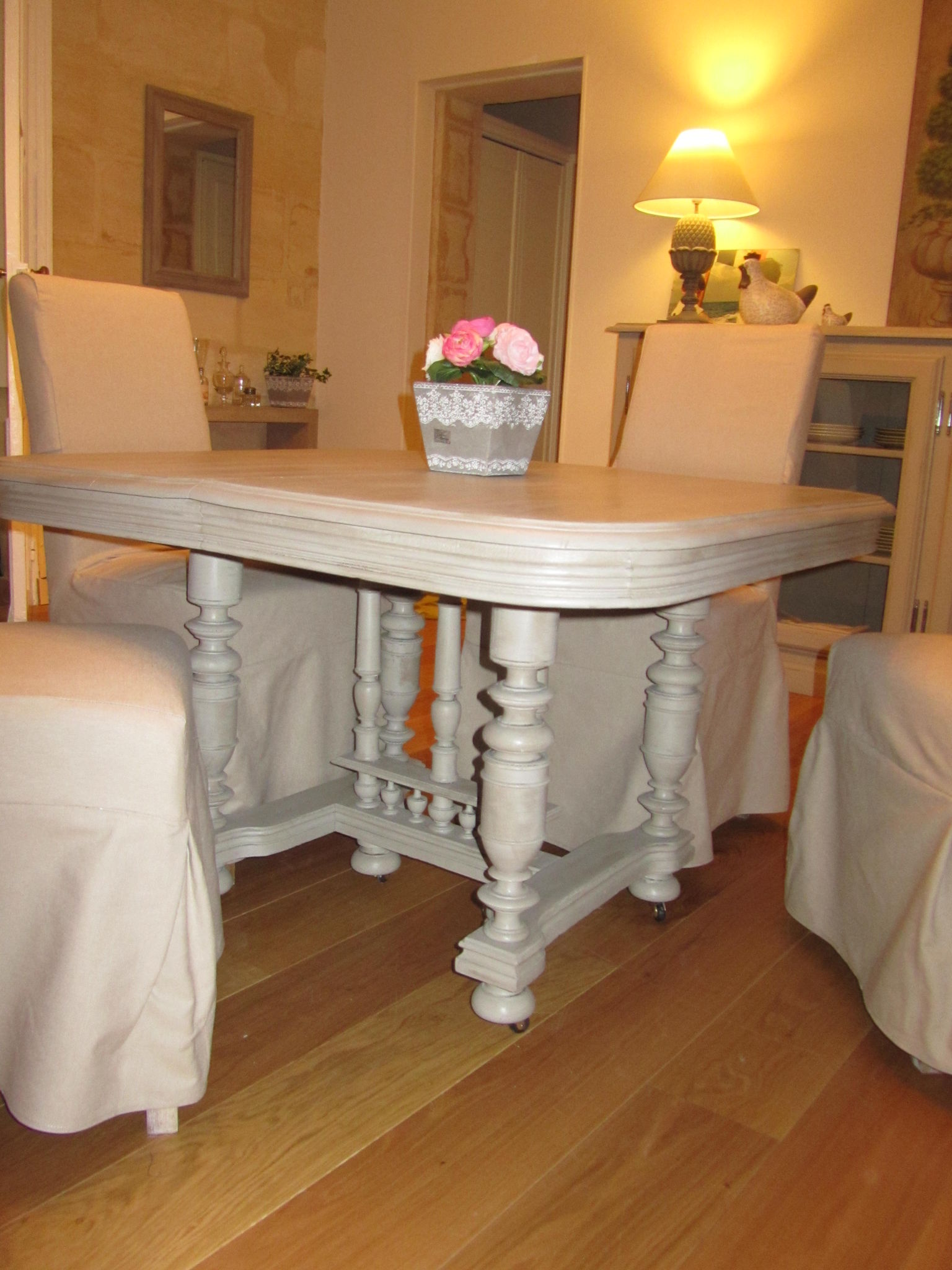 patine table couleur taupe photo de deco les patines sur meubles catherine pendanx. Black Bedroom Furniture Sets. Home Design Ideas