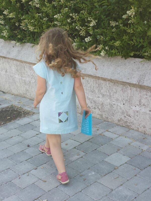 Viguialca_Robe petite fille en chambray_défilé2 (962x1280)