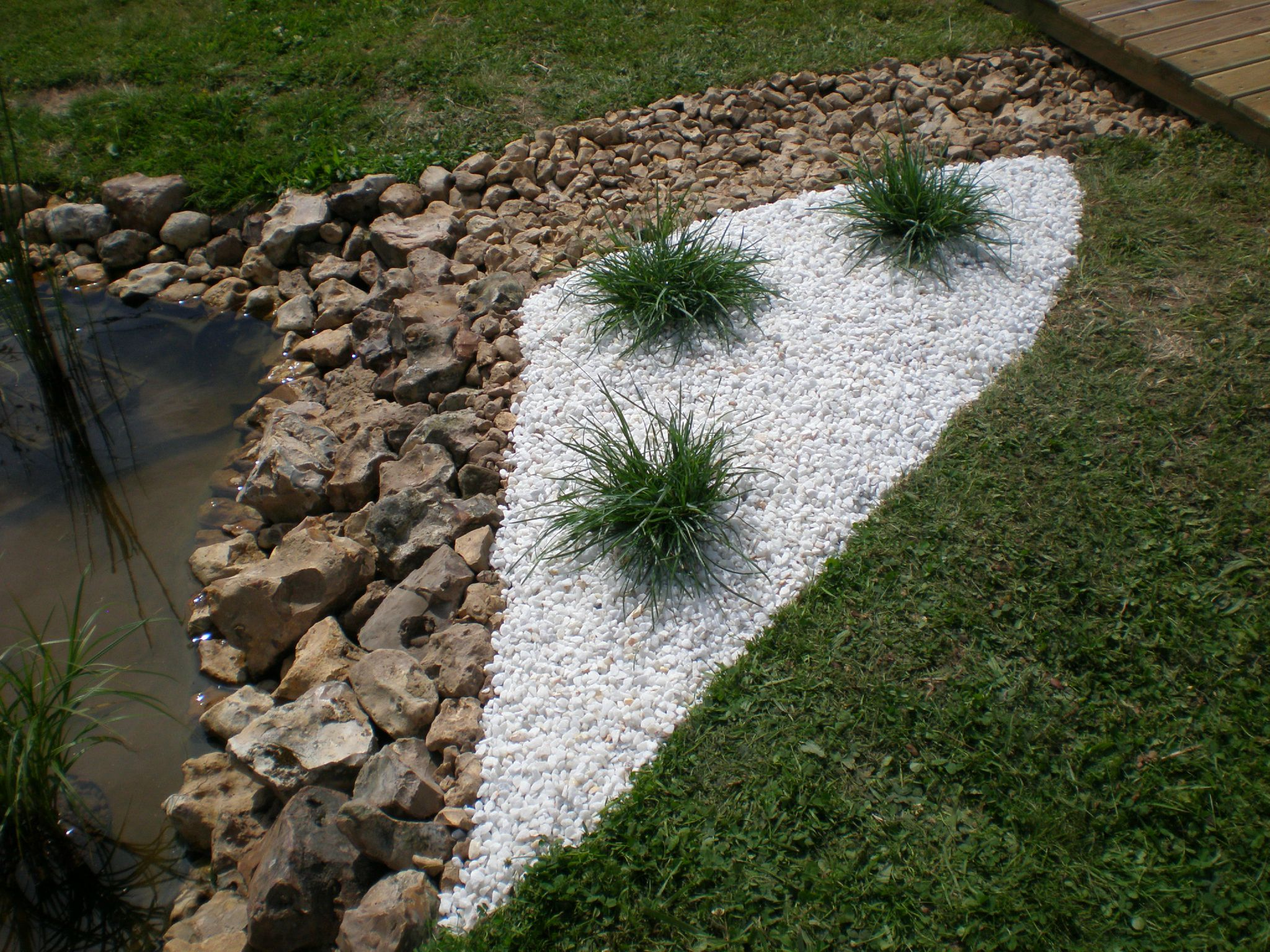 Deco galet blanc for Galet pour decoration jardin