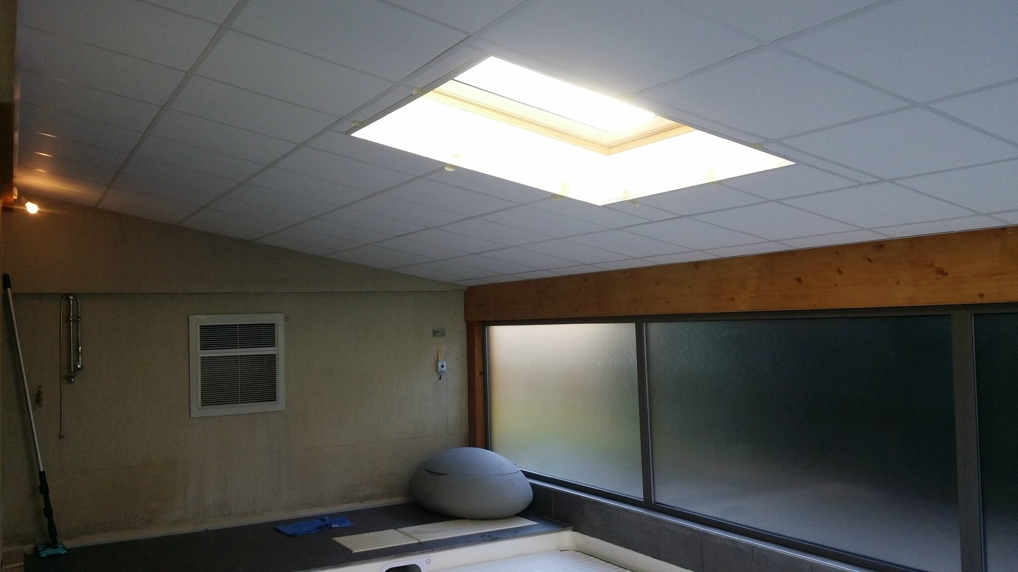 Cr ation d 39 un plafond isol sp cial humidit sur local for Creation interieur
