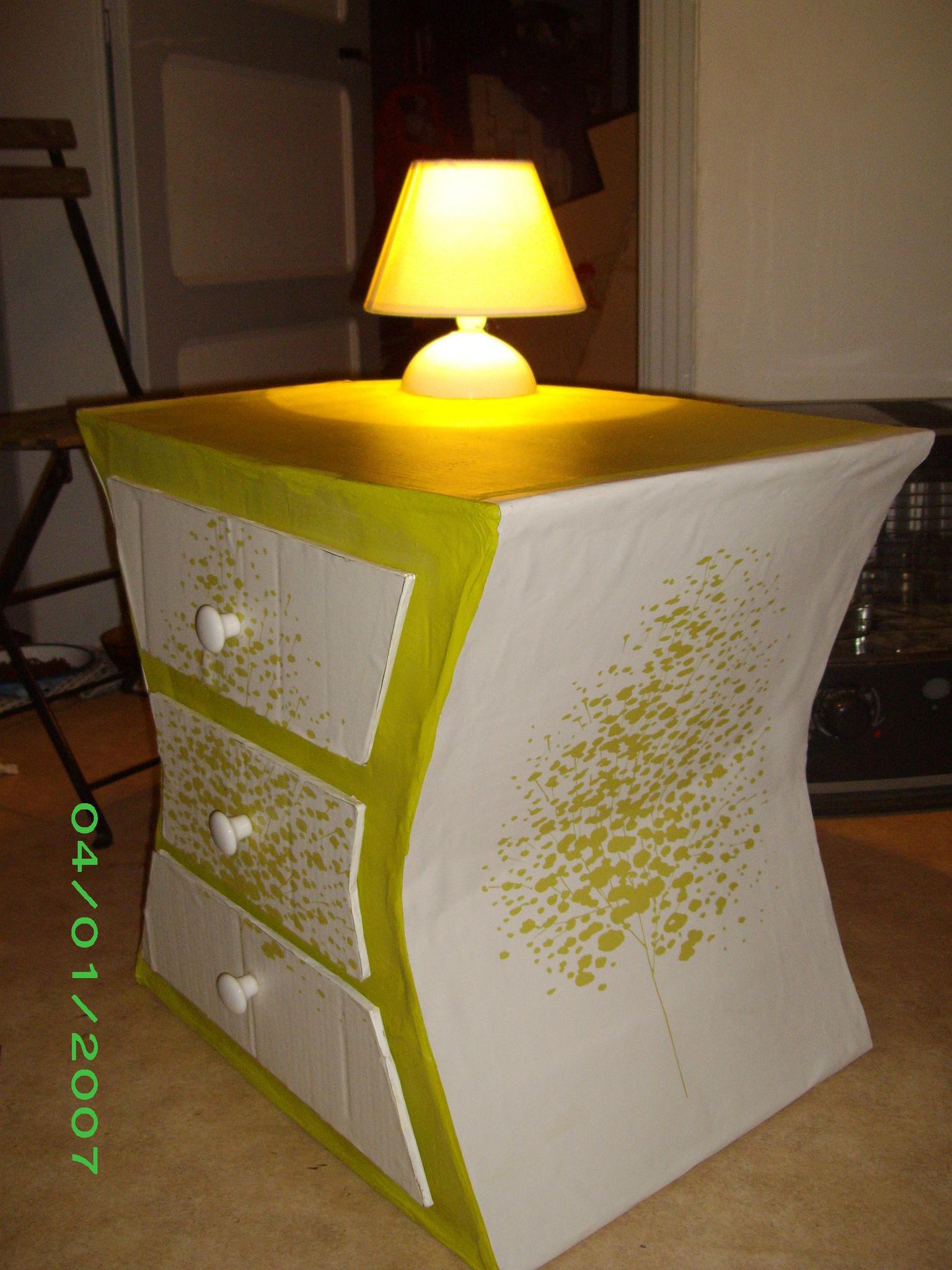 tale de chevet avec lampe int gr e cr ation de meubles en carton. Black Bedroom Furniture Sets. Home Design Ideas