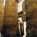 La salle hypostyle et ses 134 impressionnantes colonnes