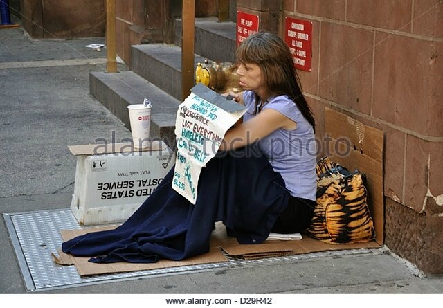 homeless-woman-begging-for-money-new-york-usa-d29r42