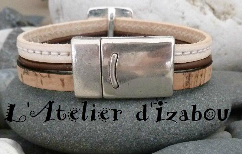 P1160102 Bracelet femme multirangs passant carré percé d'un rond, cuir plat liège beige, cuir rond marron et cuir cousu blanc