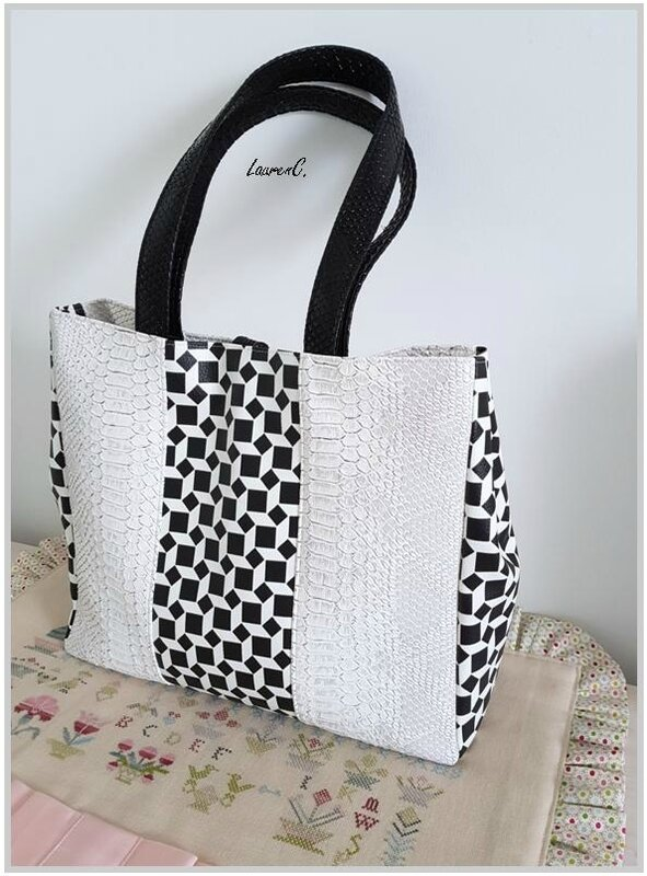 SAC CABAS SIMILI NOIR CARREAUX BLANCS DOS