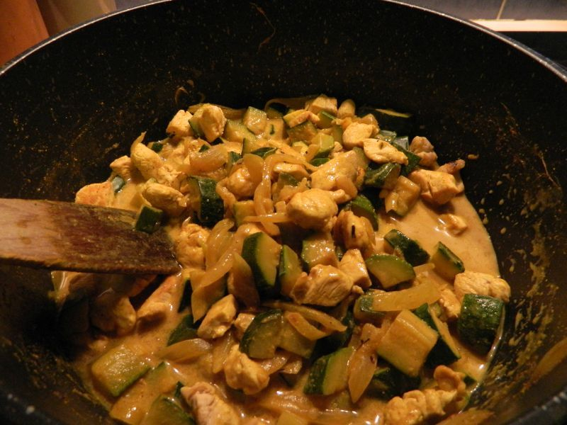 Curry rapide de poulet aux courgettes la cuisine l g re for Que manger entre amis