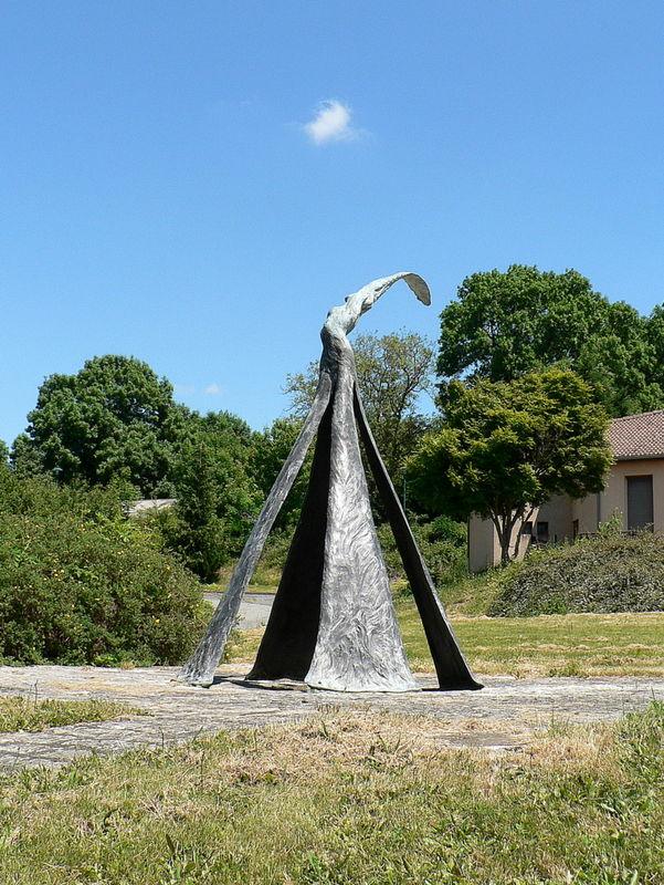 statue à Charbonnières-les-Vieilles