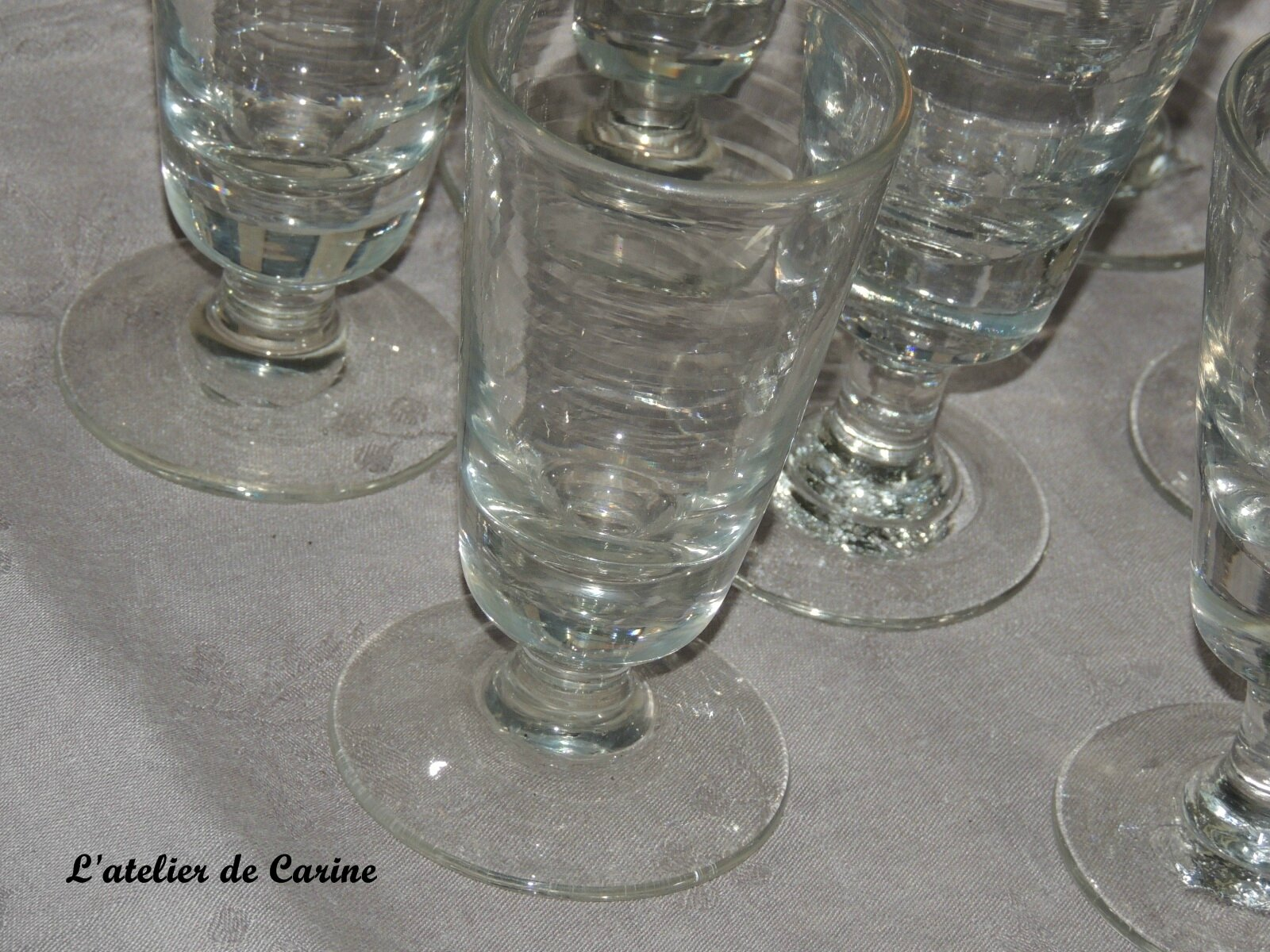 lot de 8 verres pied anciens de bistrot l 39 atelier de carine. Black Bedroom Furniture Sets. Home Design Ideas